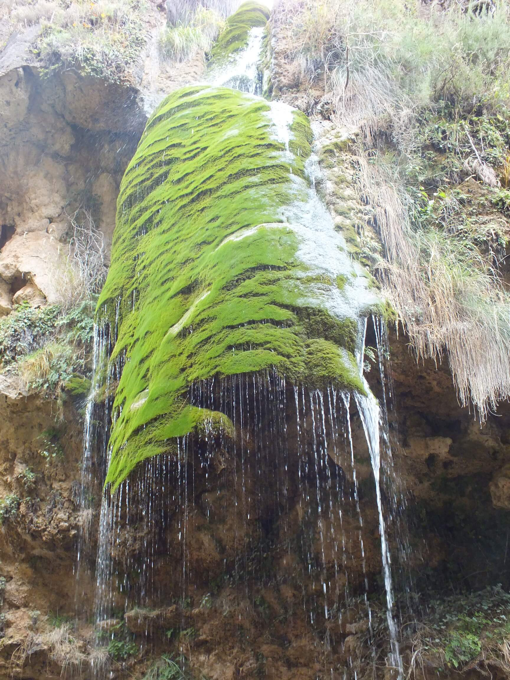 cinco cascadas de la hueta casas rurales segura natura la puerta de la sierra 06