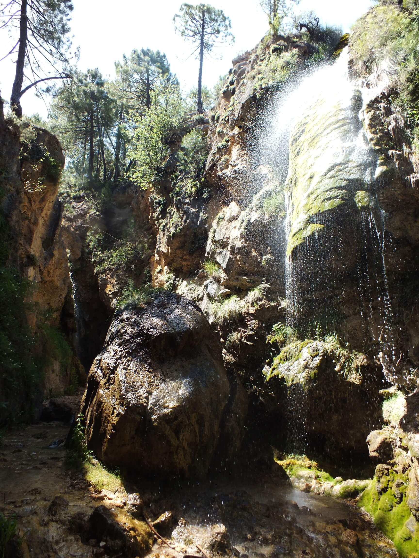 cinco cascadas de la hueta casas rurales segura natura la puerta de la sierra 09