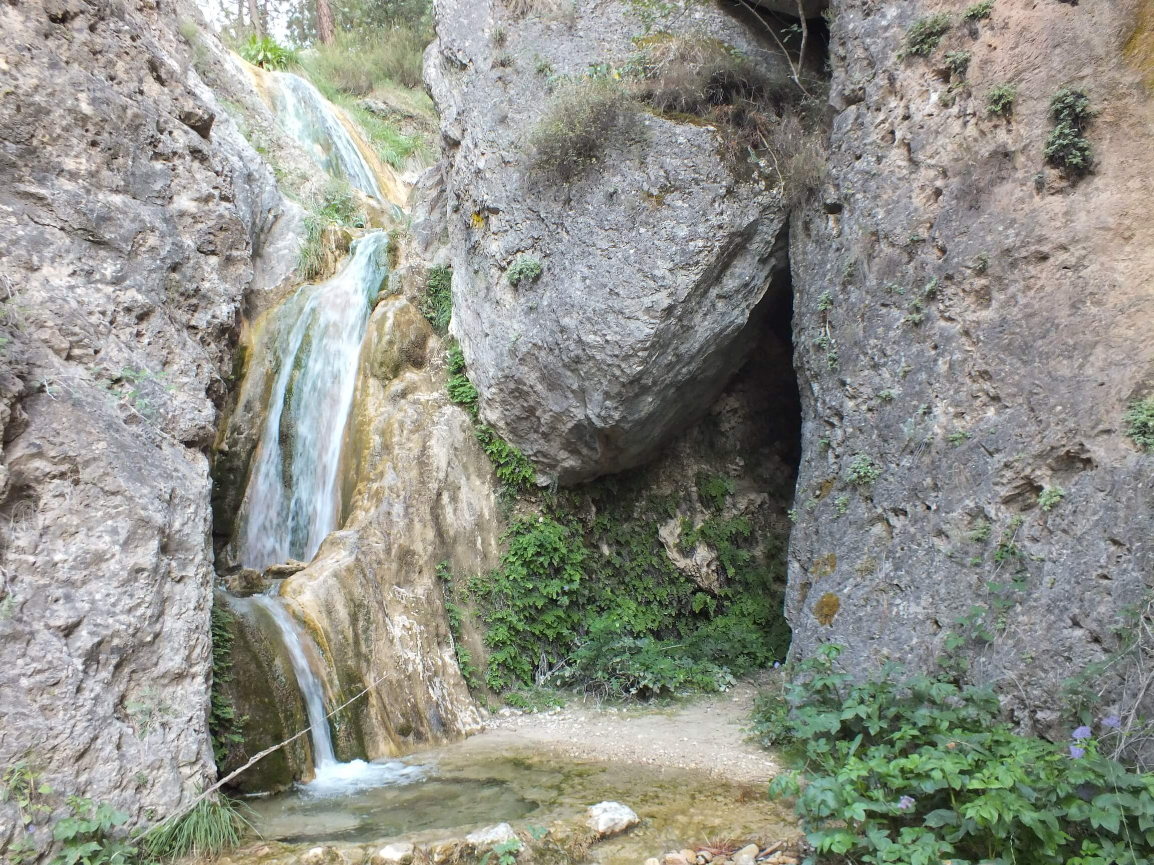 cinco cascadas de la hueta casas rurales segura natura la puerta de la sierra 13